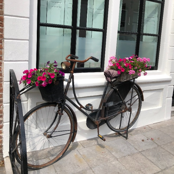 Cycling in the Netherlands: Do's and don'ts