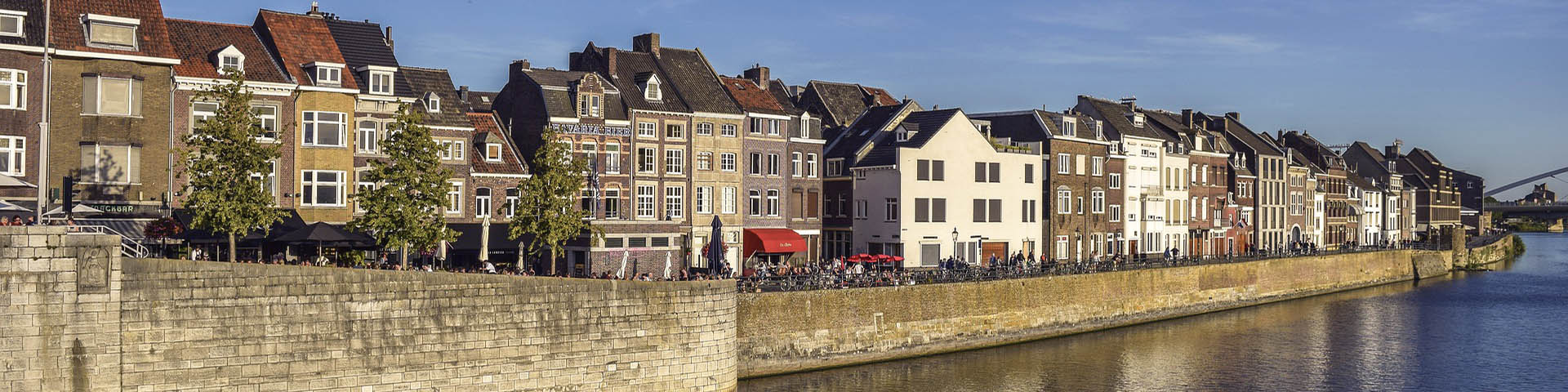 restaurants next to canal in maastricht