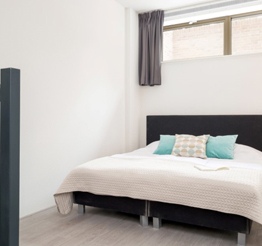 double bed in apartment Nijenoord