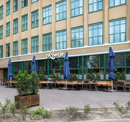 exterior restaurant Loetje on ground floor