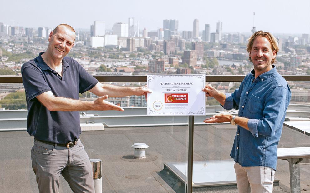Holland2Stay receives cheque of Huurteam Utrecht
